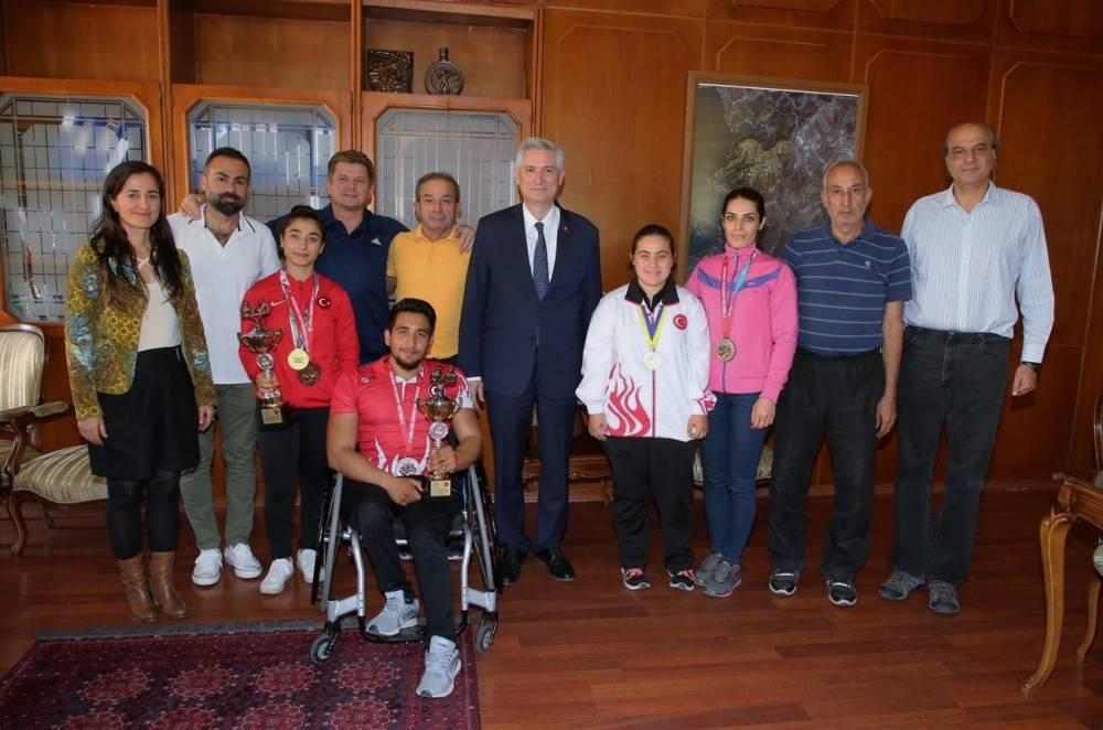 Şampiyon Sporcular Rektör Prof. Dr. Kibar'ı Ziyaret Etti