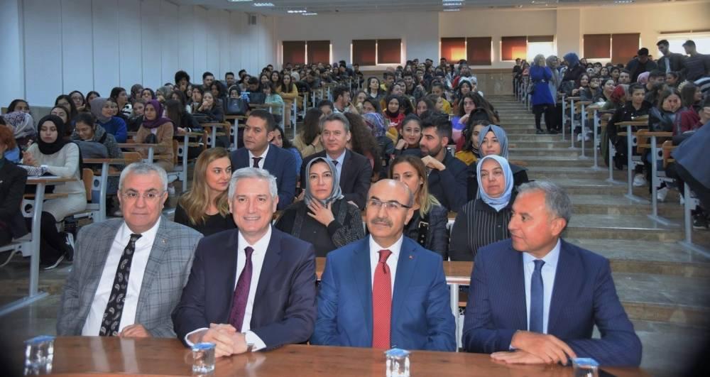 Hayırsever İşadamı Abdi Sütcü, Ölüm Yıldönümünde Çukurova Üniversitesi'nde Adını Taşıyan Okulda Anıldı