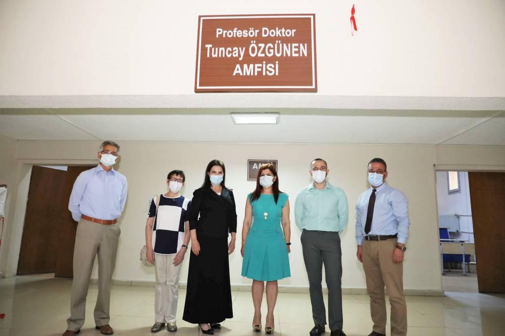 Prof. Dr. Tuncay Özgünen'in Adı, Görev Yaptığı Çukurova Üniversitesi Tıp Fakültesinde Bulunan 4 Nolu Amfiye Verildi