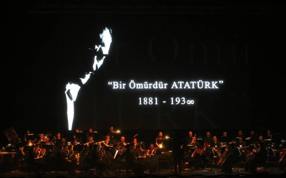 """Ulu Önder, Çukurova Üniversitesinde Düzenlenen """"Bir Ömürdür Atatürk"""" Oratoryosuyla Anıldı"""